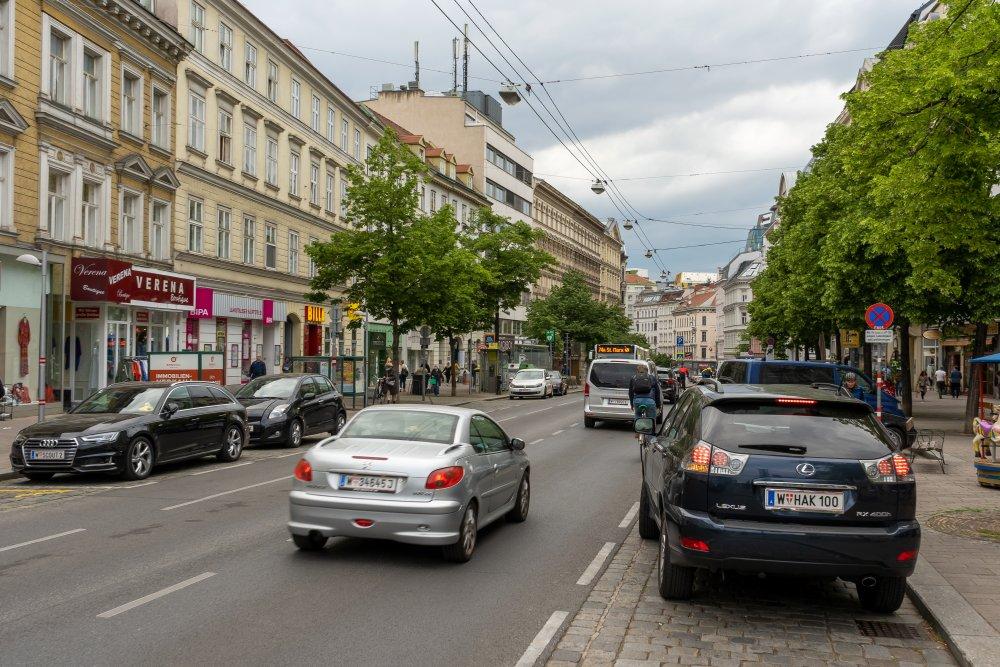 Autoverkehr auf der Landstraßer Hauptstraße, in Richtung Wien Mitte