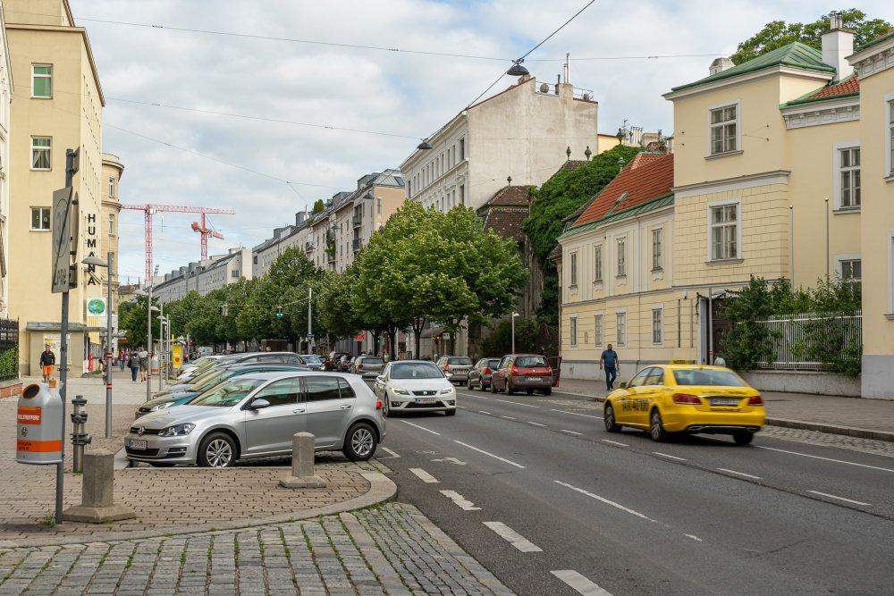 Landstraßer Hauptstraße beim Herz-Jesu-Krankenhaus, Wien