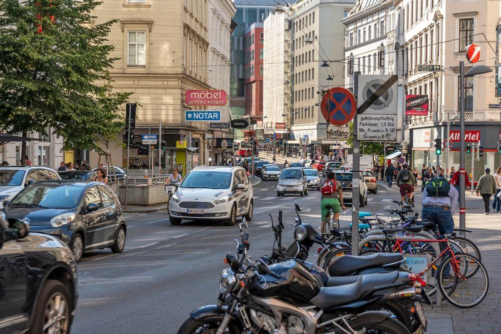 Autos auf der Landstraßer Hauptstraße, Wien