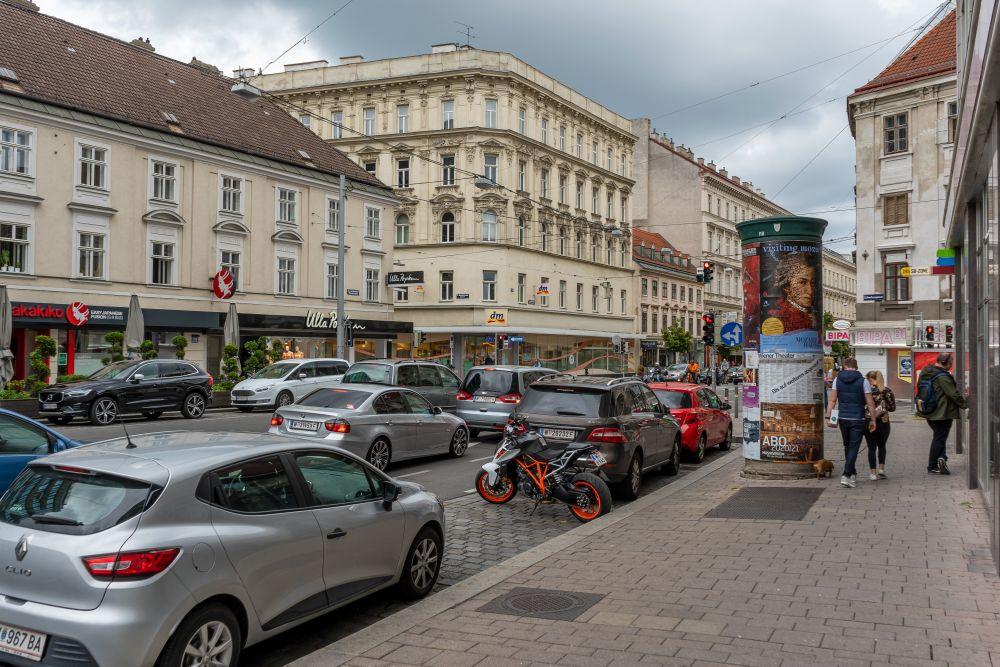 Landstraßer Hauptstraße beim Rochusmarkt, Autoverkehr
