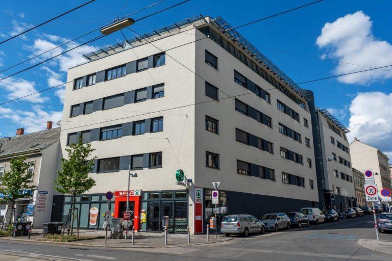 Gebäude in der Linzer Straße, Fensterbänder, würfelförmig, Spar-Filiale