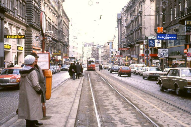 Mariahilfer Straße, Straßenbahn, Autos, Parkplätze, Verkehr, Haltestelle, 52, 58, Wien