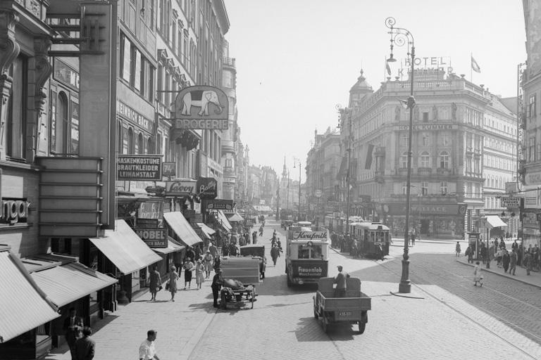 Mariahilferstraße, Neubaugasse, motorisierter Verkehr, historische Aufnahme, Hotel Kummer, Wien