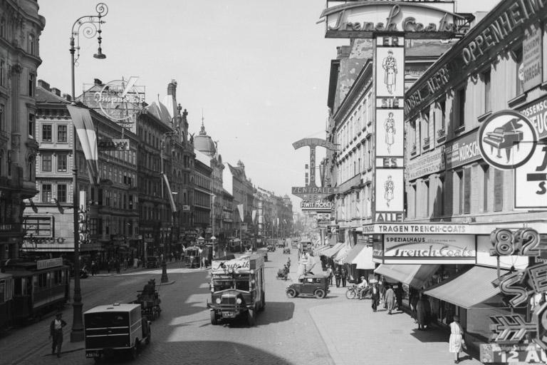 Mariahilferstraße um 1935, Automobile, Straßenbahnen, Einkaufsstraße, Läden, Fußgänger, Wien