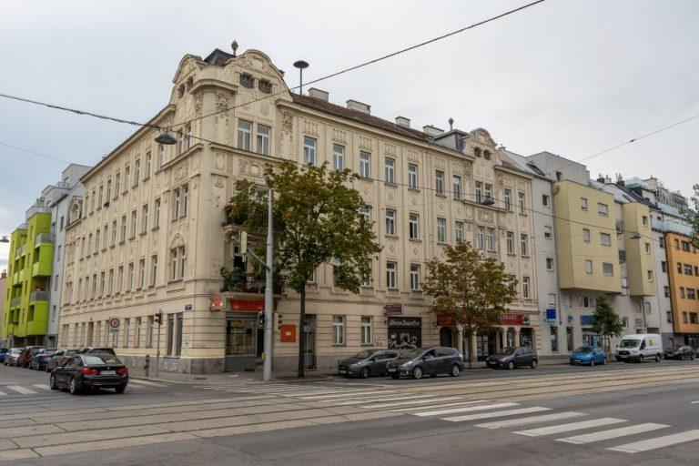 Jugendstilhaus in Kagran, Wagramer Straße, umgeben von Neubauten