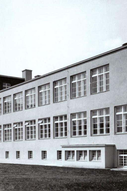 Schule in Wien-Donaustadt, 1930, Fenster, Freihofsiedlung