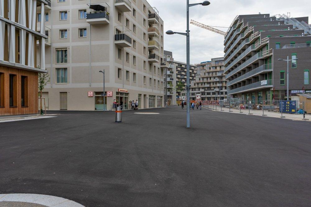 Asphaltfläche im Seeparkquartier in der Seestadt Aspern, Wien, Donaustadt, Baustelle