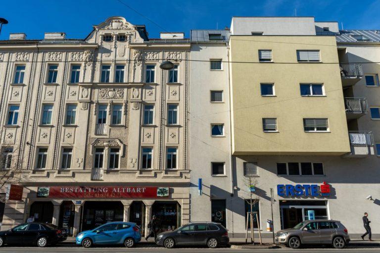 Altbau und Neubau in der Wagramer Straße, Kagran, Donaustadt, Wien