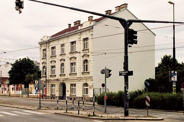 Altbau auf der Wagramer Straße, später abgerissen, Kagran, Donaustadt, Wien, historische Ansicht