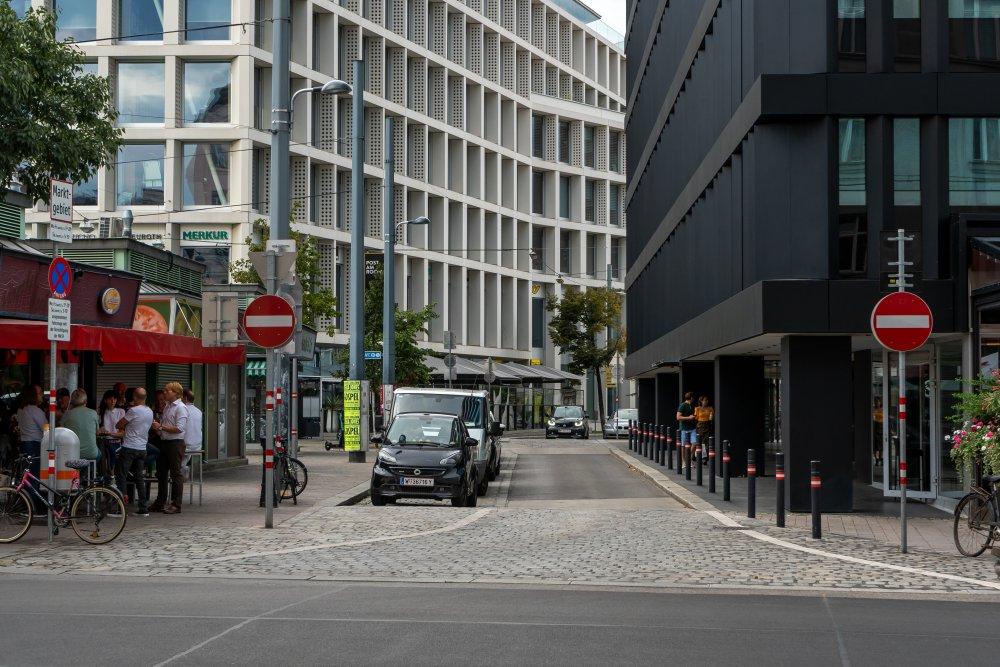 Rochusmarkt, Straße, Parkplätze, Marktstände, Post, Merkur, 1030 Wien