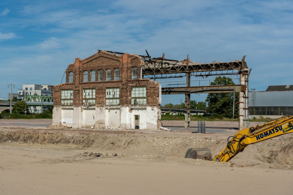 Ruine der Paukerwerke, historische Fabrik in Wien-Floridsdorf, Backsteinfassade