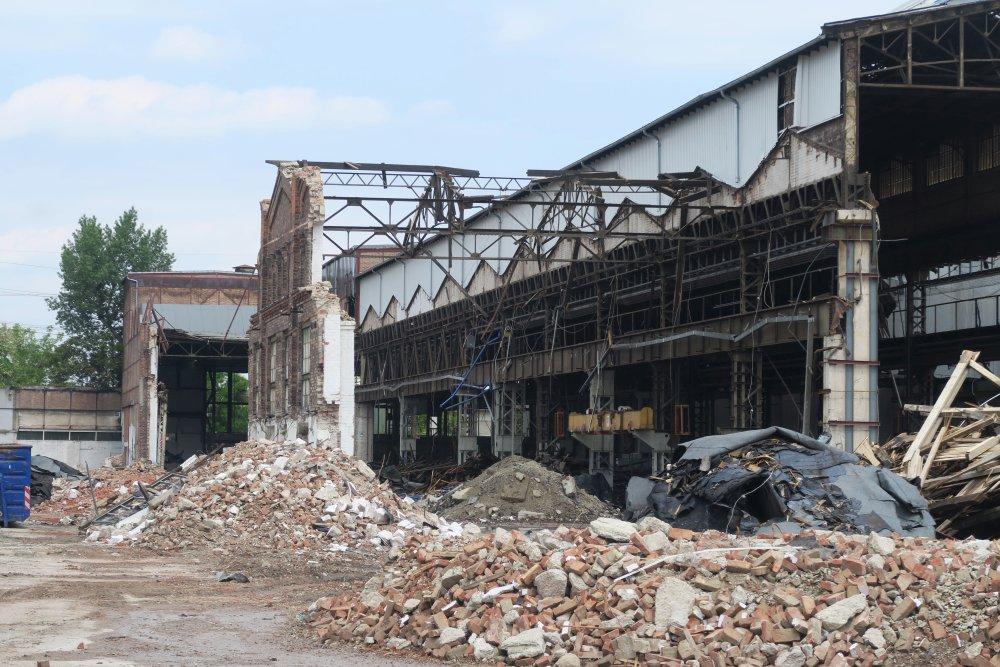 Paukerwerke in Wien-Floridsdorf werden abgerissen, Schutt, zerstörte Fabrik