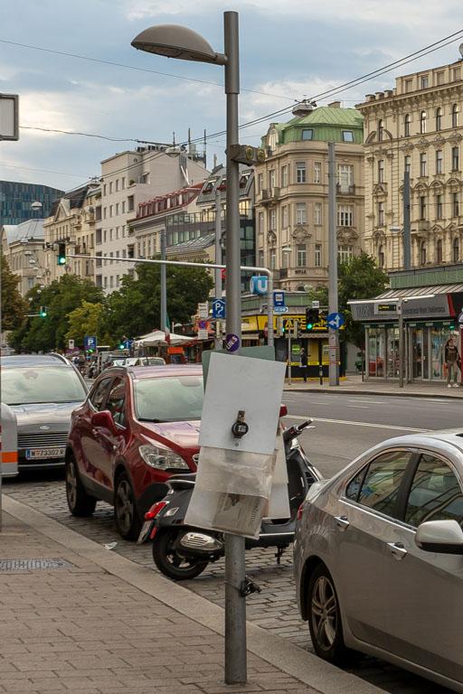 Straßenlaterne auf der Landstraßer Hauptstraße, Autos, Straße, Wien