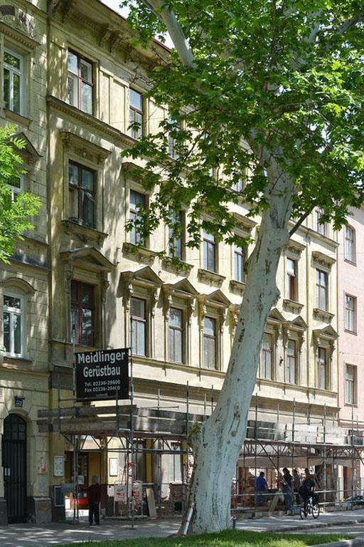 Gründerzeithaus in Wien-Leopoldstadt mit erhaltenem Fassadenschmuck wird abgerissen