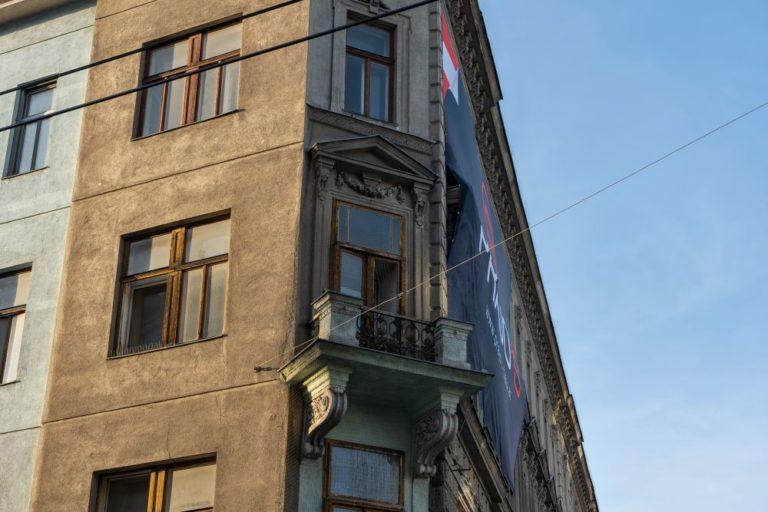 Gründerzeithaus mit Dekor, Wien-Favoriten, Balkon, Fenster