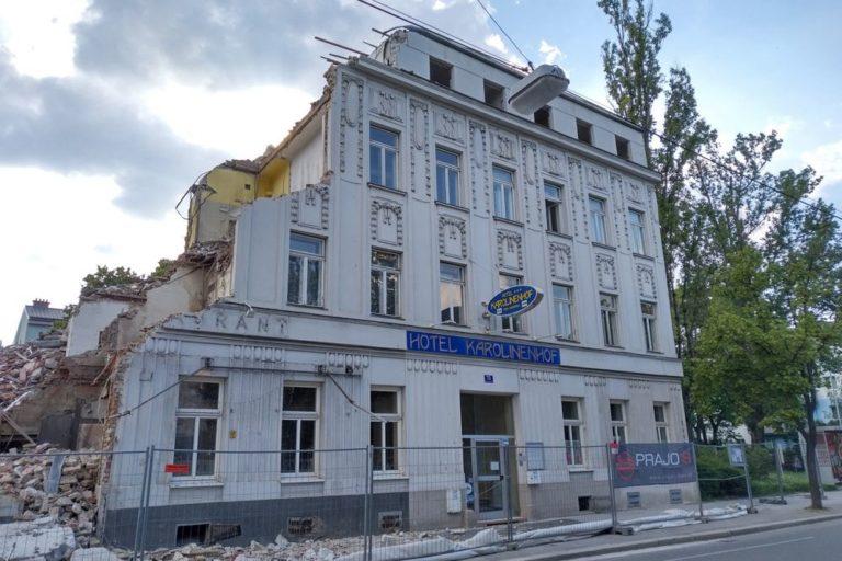 """Gründerzeithaus mit Jugendstildekor in Wien-Floridsdorf wird abgerissen, ehemaliges """"Hotel Karolinenhof"""""""