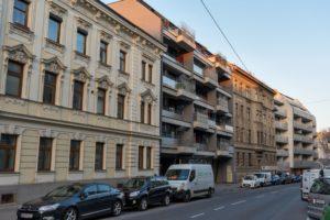 Altbauten und Neubauten in Simmering, Straße, Autos