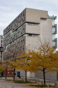 """Wohnhaus am Wienerberg, """"Wienerberg City"""", Architekt: Delugan-Meissl, Bäume, Herbst"""