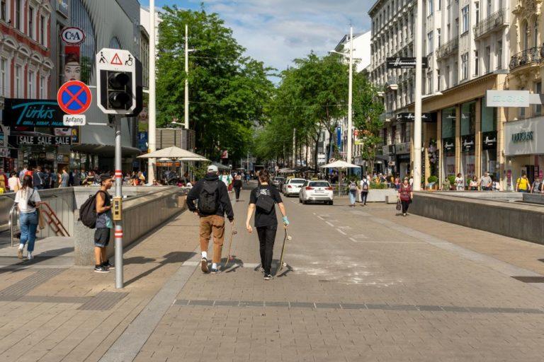 Begegnungszone in der Mariahilferstraße, bei der Schottenfeldgasse, Wien