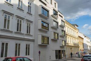 Neubau zwischen Altbauten