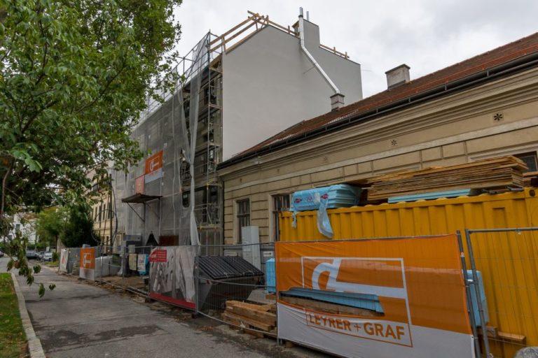 Baustelle in der Weinzingergasse in Wien-Döbling, Neubau nach Abriss eines Jahrhundertwendehauses, Sievering