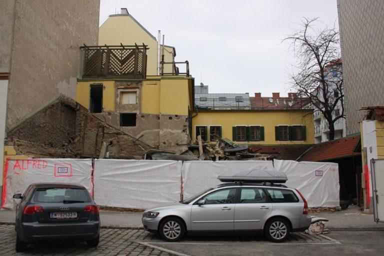 Ottakringer Landhaus wird abgerissen, Albrechtskreithgasse, Baustelle, Autos