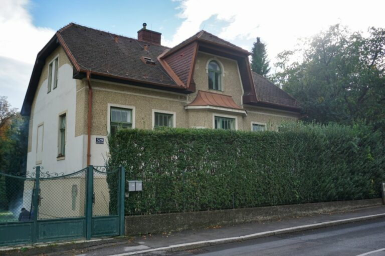 Gründerzeithaus in Kalksburg, 2018/2019 aus der Schutzzone herausgenommen, Abriss 2020, Liesing, Wien, Stadtbildverlust