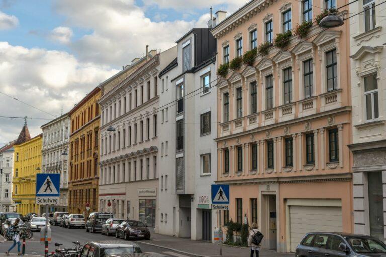 Neubau in der Gentzgasse zwischen Gründerzeithäusern, Währing, Wien