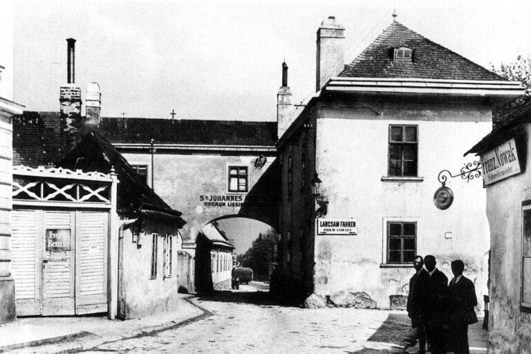 historische Aufnahme von Kalksburg, Mackschlössl mit Bogen, Liesing, Wien