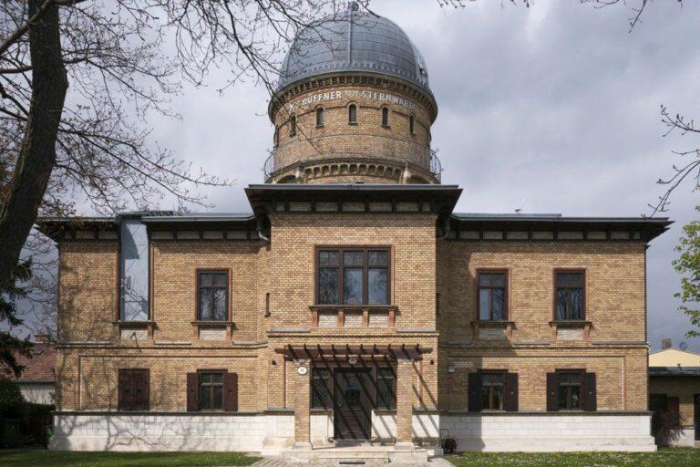 Gebäude der Kuffner Sternwarte in Wien-Ottakring, Backsteingebäude, Kuppel, Denkmalschutz