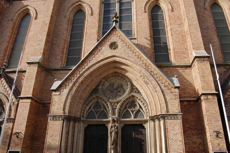 Fassadendetail der Neuottakringer, Pfarrkirche, Wien, Backstein, Neugotik