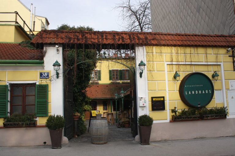 Ottakringer Landhaus, Gasthaus, Eingang, Albrechtskreithgasse, Wien