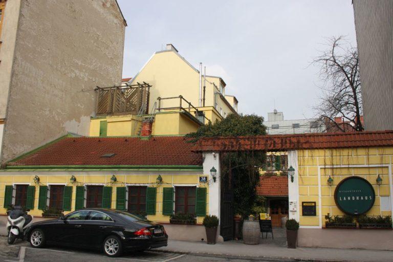 Ottakringer Landhaus, Gasthaus in einem alten Fuhrwerkerhaus, rustikale Fassade, vor dem Abriss 2018, Albrechtskreithgasse 38