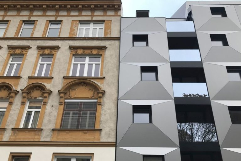 Gründerzeithaus und Neubau, Ottakring, Wien, Stuckfassade, Blech, Glas