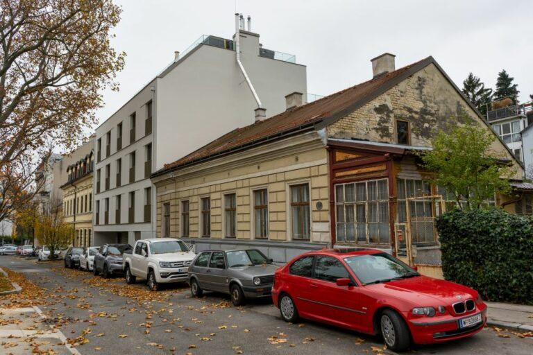 Häuserzeile in der Weinzingergasse, Döbling, Wien