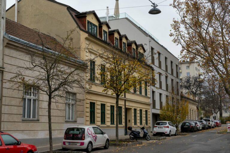 historische Gebäude und Neubau-Wohnhaus in Wien-Döbling