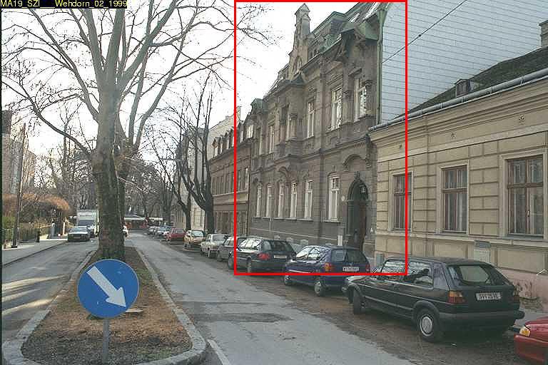 Aufnahme der Häuserzeile in der Weinzingergasse, hervorgehoben ist Haus Nr. 5 (später abgerissen), Foto von 1999, Döbling, Wien