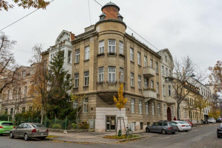 historische Gebäude in Döbling, Weinzingergasse, Sieveringer Straße, Herbst, Wien
