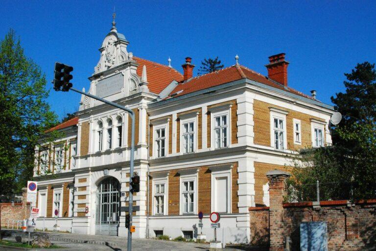 Gebäude des Wilhelminenspitals am Flötzersteig, 1160 Wien, Backstein, historisches Gebäude, Klinik