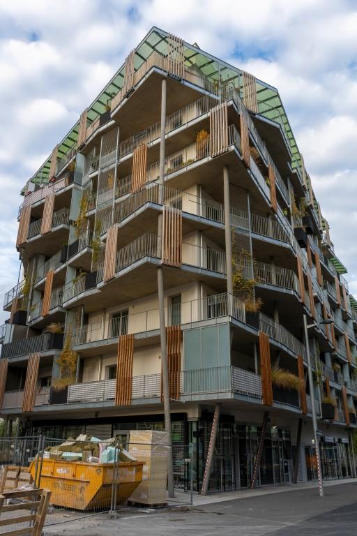 "Wohnhaus ""Living Garden"" in der Seestadt Aspern, Neubau, Fassadenbegrünung, Holz, Sichtbeton, Balkone, Seeparkquartier, Donaustadt, Wien"