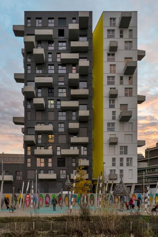Wohnhochhaus in der Seestadt Aspern, Abend, Wolken, Janis-Joplin-Promenade, Seeparkquartier, Donaustadt, Wien