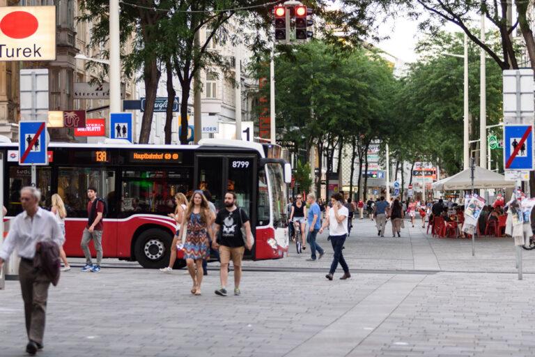 Fußgängerzone in der Mariahilferstraße, Neubaugasse, 13A, Fußgänger, Neubau, Mariahilf, Wien