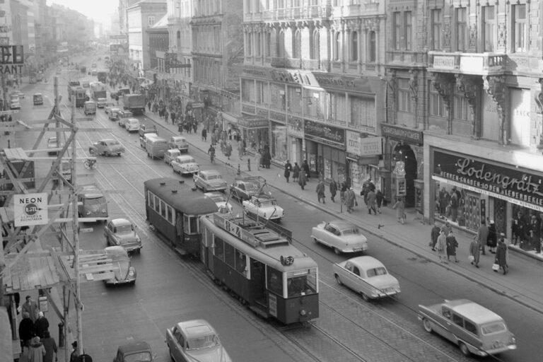 Straßenbahn- und PKW-Verkehr in der Mariahilferstraße, altes Foto, Wien