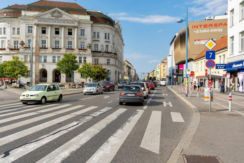 Amtshaus Floridsdorf, Am Spitz, Bezirkszentrum, Autoverkehr, Wien