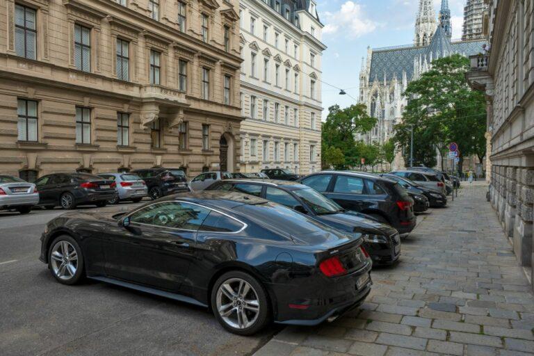 Ferstelgasse mit Blick auf die Rückseite der Votivkirche, Wien