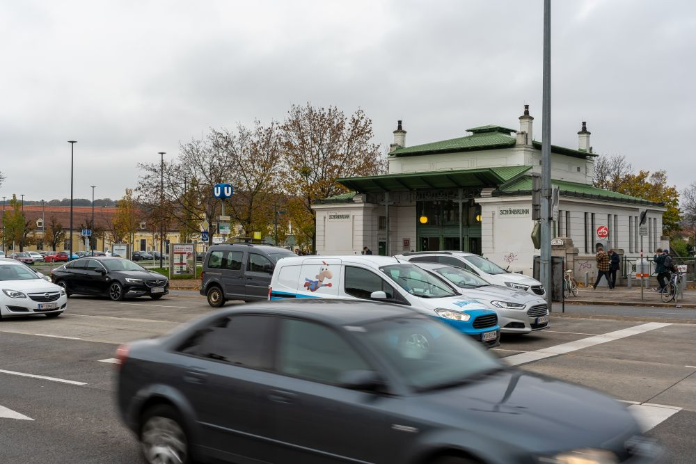 """Grünbergstraße, U4-Station """"Schönbrunn"""", Autoverkehr"""