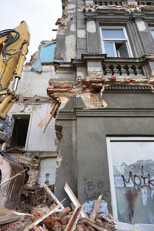 Abriss des Gründerzeithauses Mariahilfer Gürtel 33, 1150 Wien, Bagger, Schutt