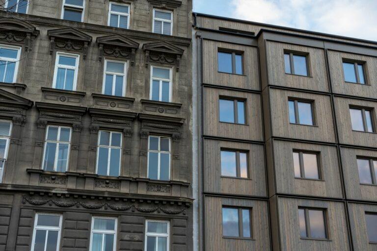 Altbau neben Neubau in Wien, Rudolfsheim-Fünfhaus, Wien
