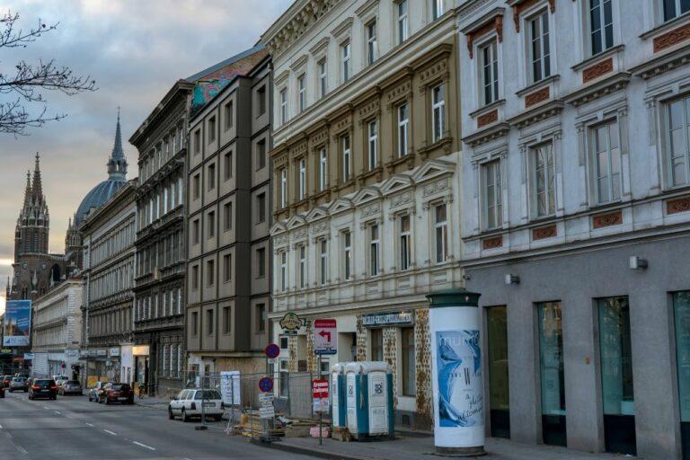 Altbauten und Neubau am Mariahilfer Gürtel, Baustelle, Hotel, Wien, 15. Bezirk, Maria vom Siege