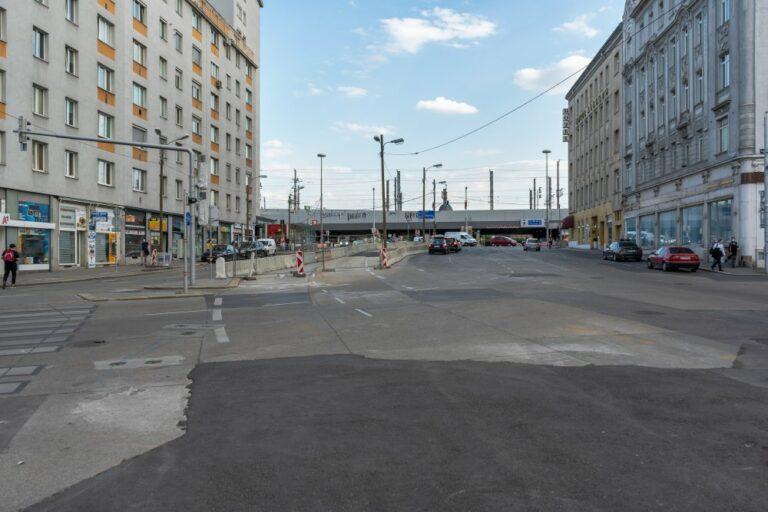Asphaltfläche am Matzleinsdorfer Platz, Gürtel, Bahntrasse, Verkehr, Wien